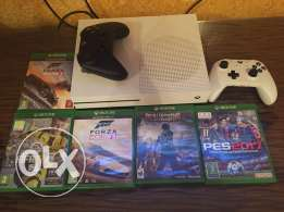 xbox one s 1TB - 2 controllers and 5 games