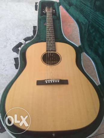 Amazing Sound: Acoustic Guitar Custom Made in Canada