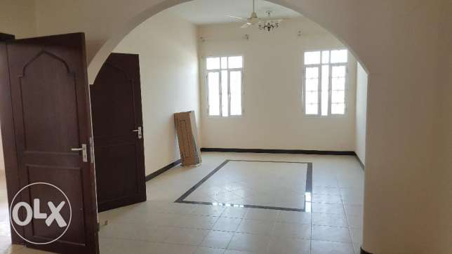 4bhk Villa for rent on 18 Nov Street Near omanoil petrol station مسقط -  2