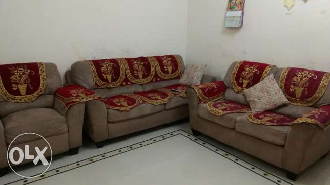 Sofa set 3+2+1- Al Khuwair for sale مسقط -  1