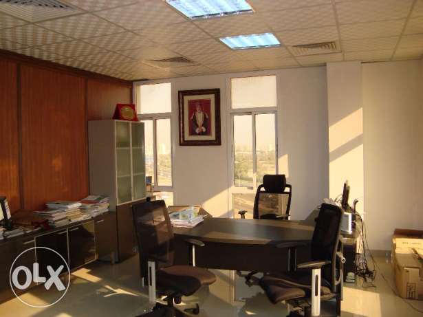 Fully furnished office at prime location in Ghala near Royal Hospital مسقط -  2