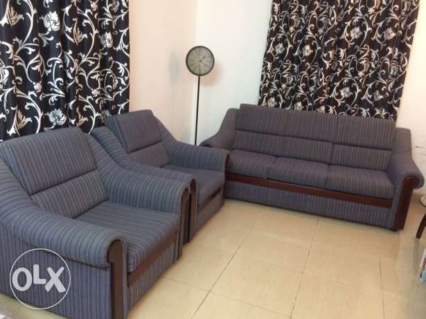 Blue sofa 3+2 seater nicely maintained مسقط -  1