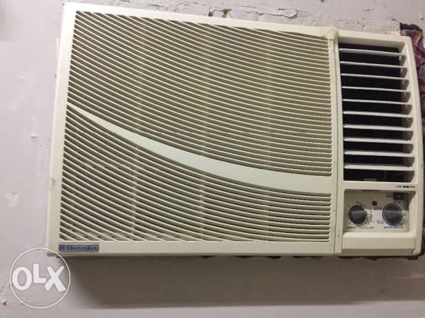 AC for Sale 1 working 1 not working