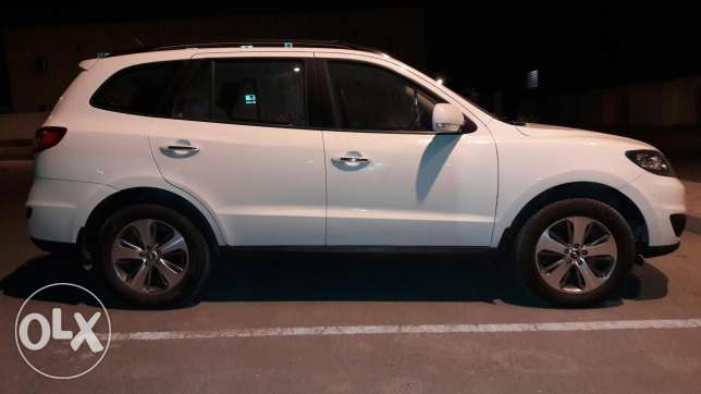 Hyundai Santa fi in Good Condition السيب -  3