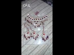 Hi I want to sell this Dimond set.. Very beautiful look...
