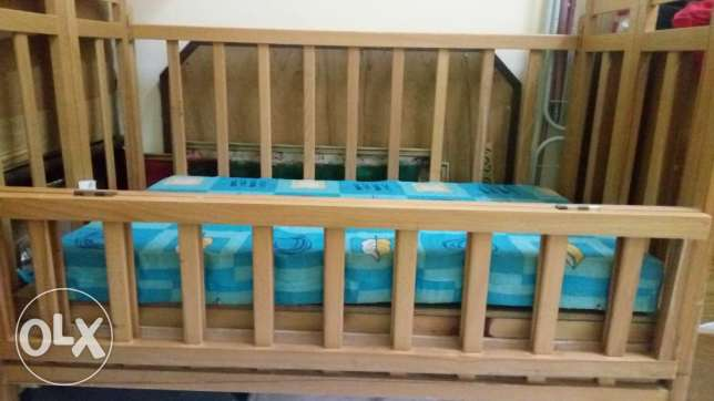 Baby cot with mattress for urgent sale مسقط -  2