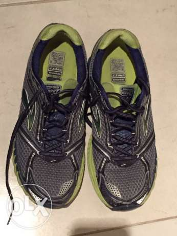 men sports shoes size 45