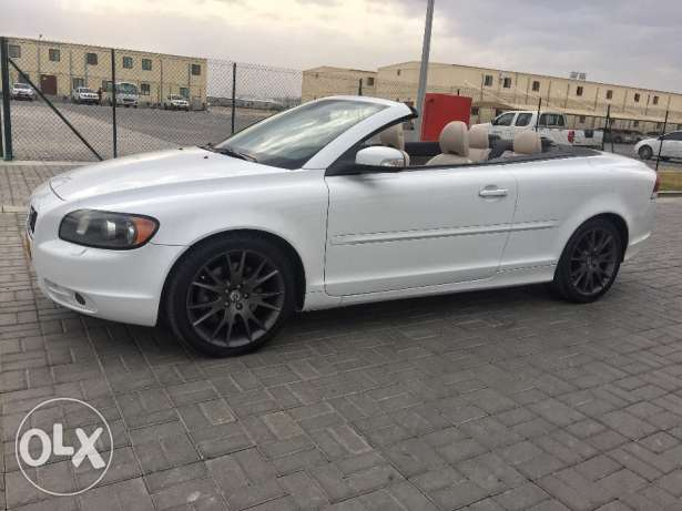 Volvo C70 with Power Convertible top (negotiable price)