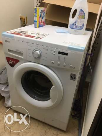 LG front loading 7kg washing machine for sale مطرح -  1