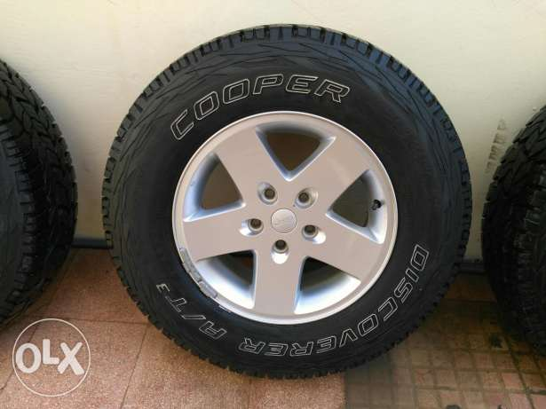5 Original jeep wrangler wheels and Cooper tyres مسقط -  2