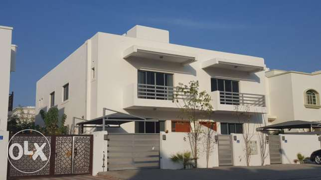 4 + Maids Room Excellent Twin Villa in South Ghubrah بوشر -  1