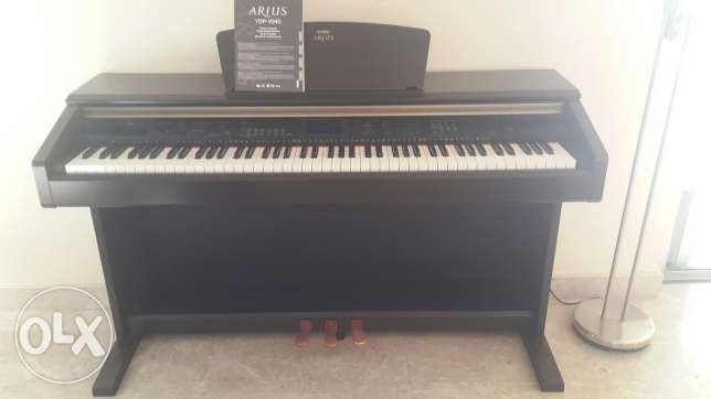 Piano Yamaha Arius YDP-V240 with a bench