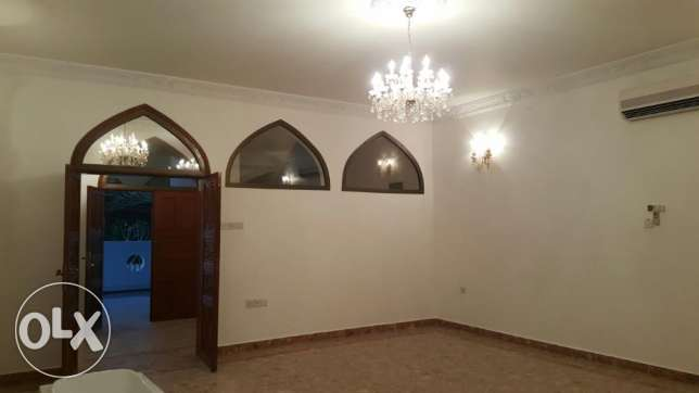 KP 213 Villa 5 BHK in Qurum for rent مسقط -  8