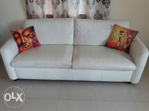 Leather sofa from homecentre a year old was bought for ro 325.