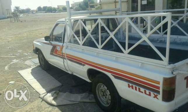 Pickup toyota 1984 model good condition mulkia expire on 15/8/2017 البريمي -  8
