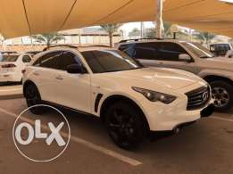 NEW INFINITI QX70 SPORTS 15-16 Excellent condition Under warranty