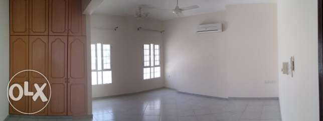 4bhk Villa for rent on 18 Nov Street Near omanoil petrol station مسقط -  5