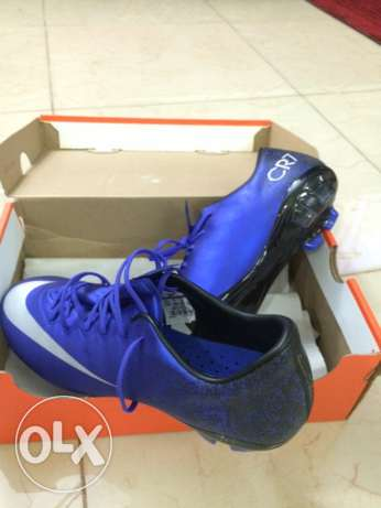 soccer shoes CR7 size 38 السيب -  1
