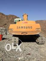 Excavator for sale with bucket