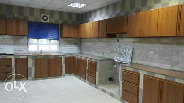 Upper Portion of Villa for rent in mawala 2mints drive city center مسقط -  8