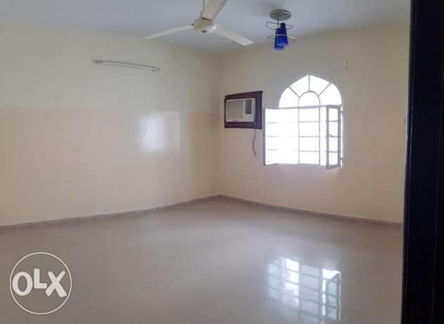 Azaiba behind Zubair Autos. Good Size 3 Bedroom Hall مسقط -  8