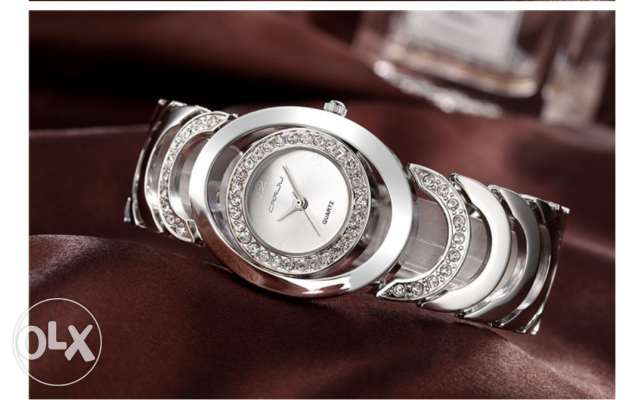 Brand New Ladies Luxury Quartz Watch with Rhinestones