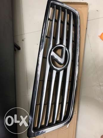 lexus LX470 grill for sale chrome! مسقط -  1