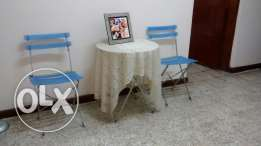2 garden chairs with table