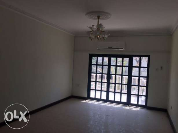 Sinlge large 5 bhk+1 Maid villa for rent in Madinat Qaboos