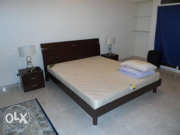 Bedroom suite (king size bed, 2xlockers, drawers with mirror القرم -  3