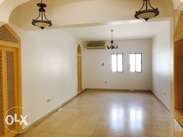 KL7- Luxurious Big Beautiful 3 BHK Flat For Rent in Madinat Qaboos