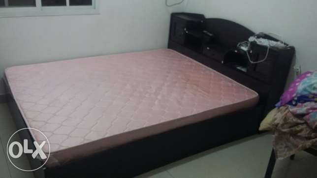 Queen Size cot with mattress in excellent condition for sale. مسقط -  3