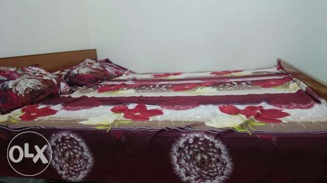 Kingsize bed with mattress مسقط -  1