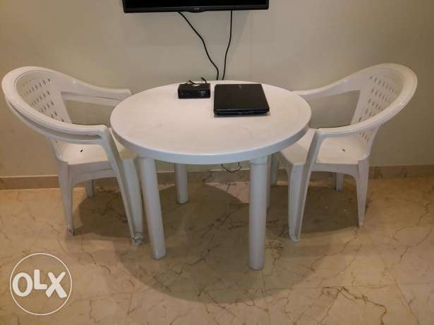 1 table and 4 chairs مسقط -  1