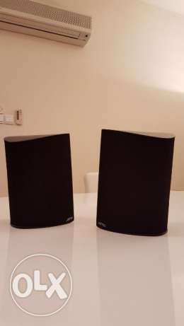 pair of loudspeakers JAMO background E 6SUR
