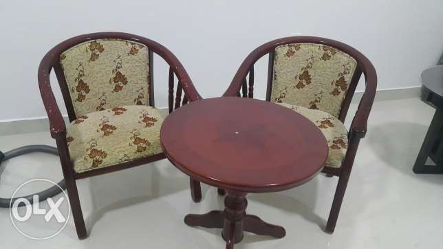 Tow chairs with table