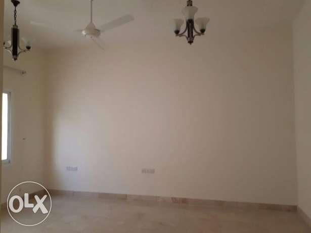 3BHK Villa 1ST FLR FOR RENT in Qurum 10-15minutes to Qurum Park pp76