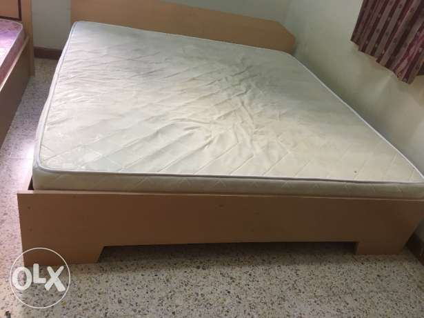 Double king size wooden bed مسقط -  1