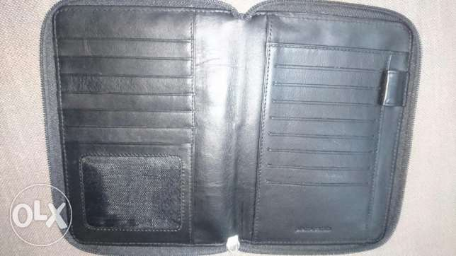 Nice Genuine leather wallet (Pierre Cardin) بوشر -  2