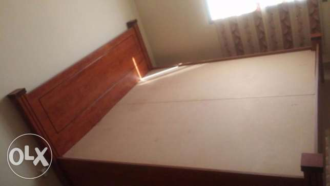 Bed wooden double bed with mattress (king size) price negotiable. مسقط -  2