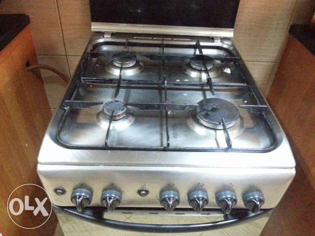 Gas cooker with oven, 4 burner