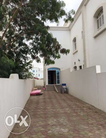 very clean villa in almwaleh south and 2 minutes to city ce