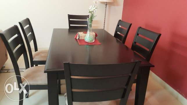 Dining table and chairs - Clearing off sale الغبرة الشمالية -  2
