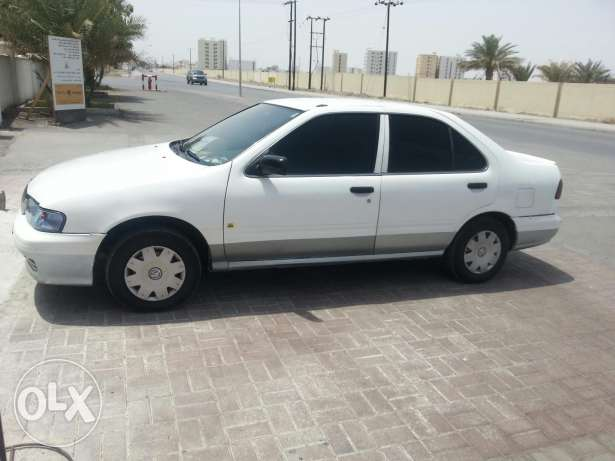 Nissan Sunny 2000 model in excellent condition