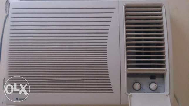 Gree window ac.. Only 4 month old.. In warranty. Argent wanna sell. نزوى -  1