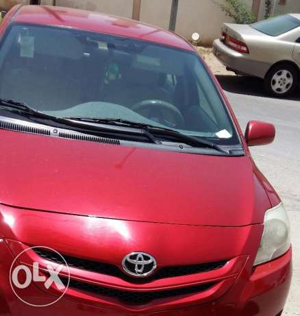 Toyota Yaris full option Automatic (URGENT ) . New tyres and Molokia