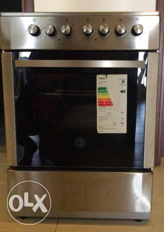 Electric cooking range with 4 hot plates and 62L grill