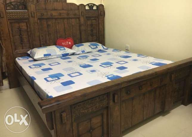 Full Bed Room Set--(Home Center) -- Excellent condition