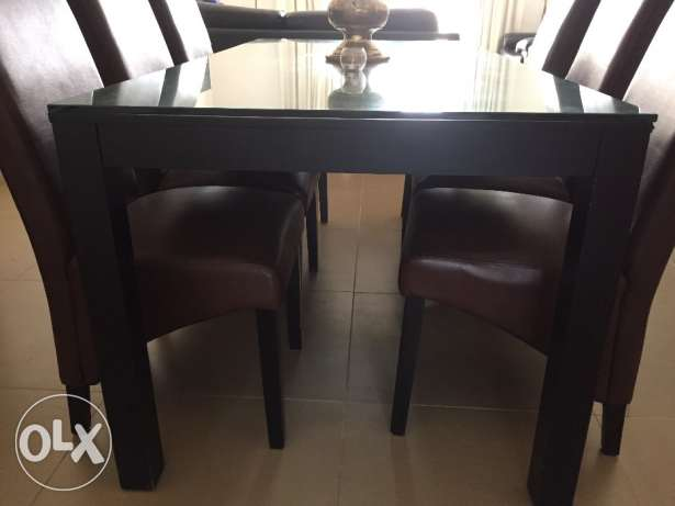 Home Centre Solid Wood Black Glass Table بوشر -  2