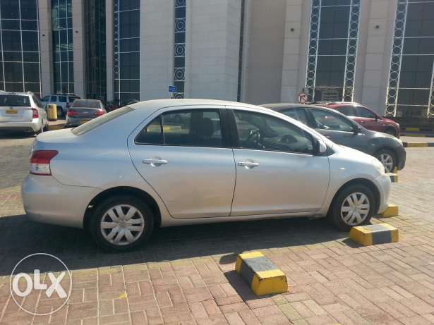 Toyota Neat and well conditioned expact driven car ready for immediate السيب -  4